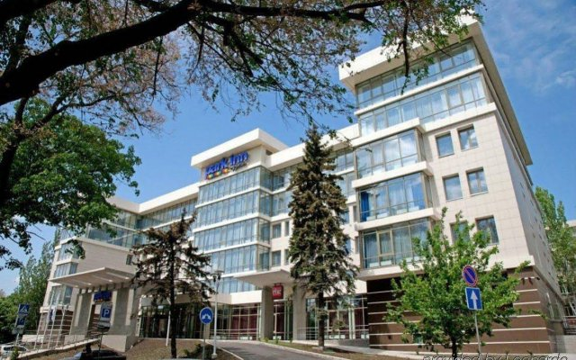 Отель Park Inn by Radisson Donetsk Донецк вид на фасад
