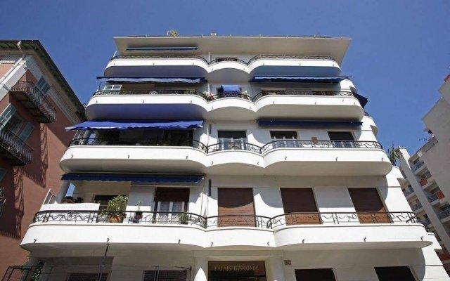 Апартаменты Apartment White вид на фасад