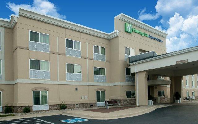 Holiday Inn Express Hotel & Suites Jasper вид на фасад