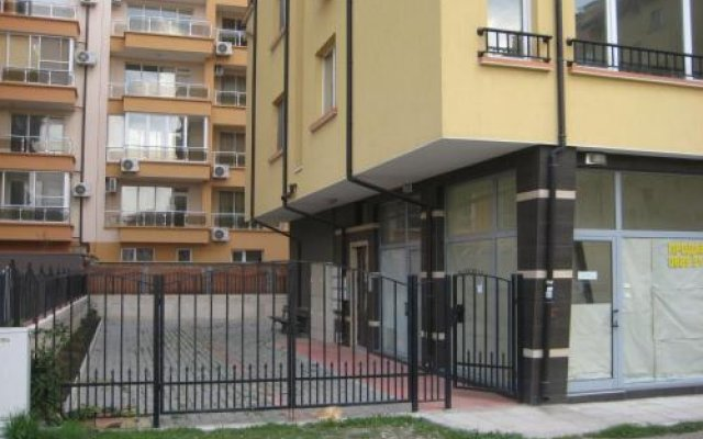 Апартаменты Ahinora Apartments Поморие вид на фасад
