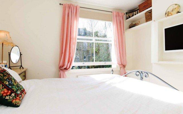 Отель Veeve Light And Open 2 Bed House Moore Park Road Fulham комната для гостей