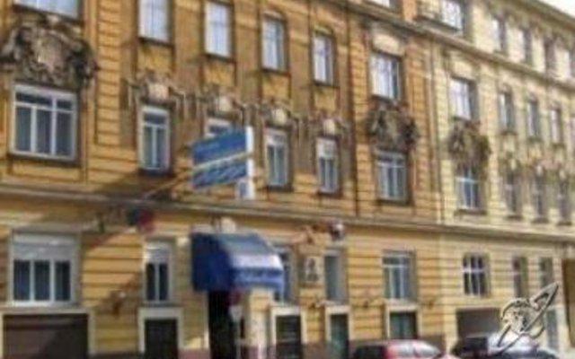 Отель Pension Schonbrunn Вена вид на фасад