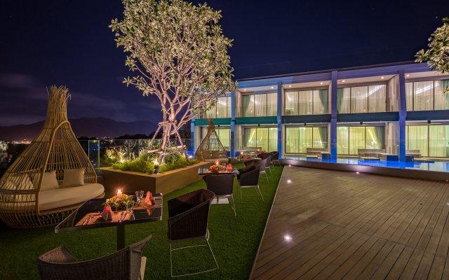 Отель Crest Resort & Pool Villas вид на фасад