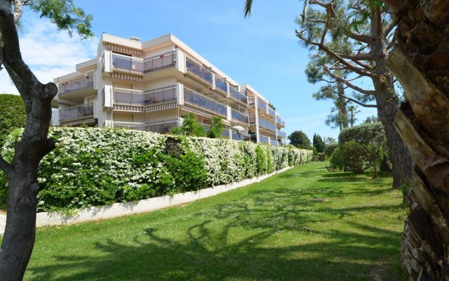 Apartment 6 persons with terrace and swimming-pool in Fabron in Nice