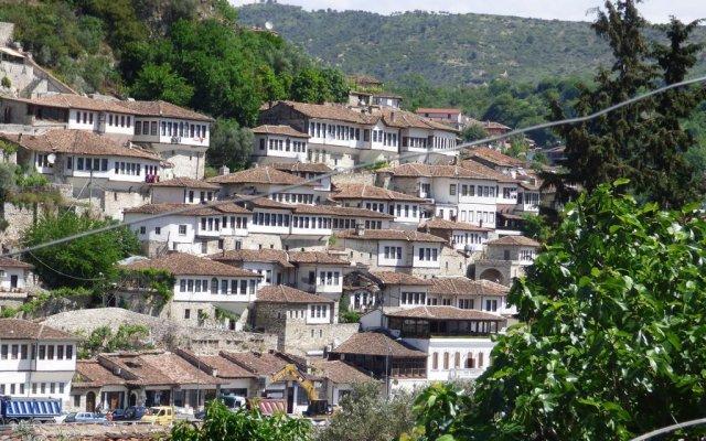 Отель Lorenc Pushi Guesthouse Албания, Берат - отзывы, цены и фото номеров - забронировать отель Lorenc Pushi Guesthouse онлайн вид на фасад