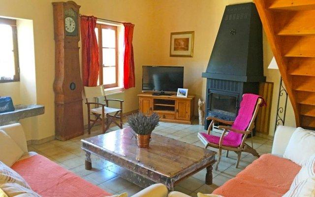 Отель Holiday home La Maison Du Brun Besignan комната для гостей