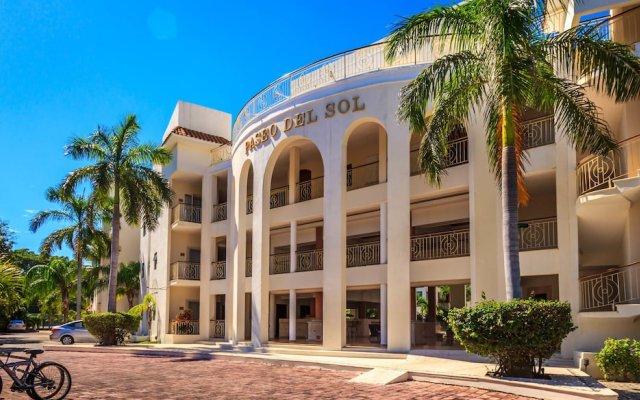 Отель Paseo del Sol by Royal Properties Плая-дель-Кармен вид на фасад
