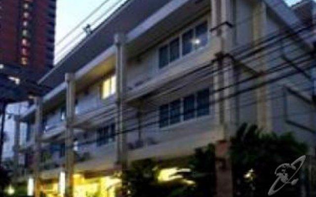 Отель Vista Residence Bangkok Бангкок вид на фасад