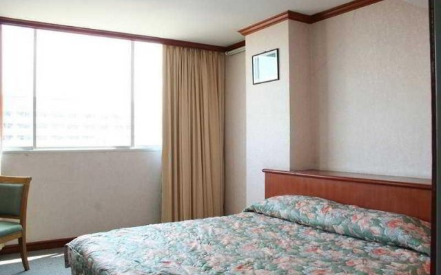 Отель Inn Come Suite Bangkok комната для гостей