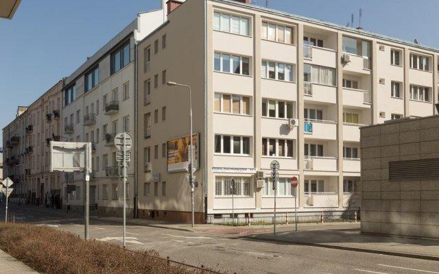 Апартаменты Bizzi LuxCenter View Studio вид на фасад