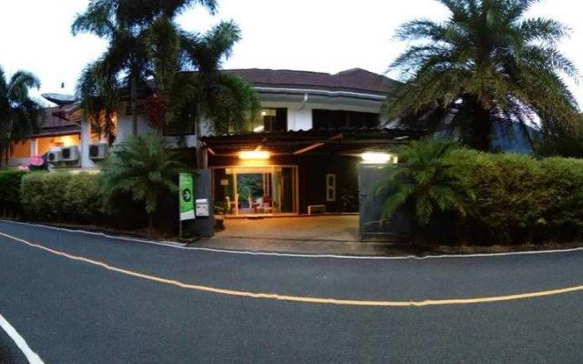 Отель Ananda Place Phuket вид на фасад