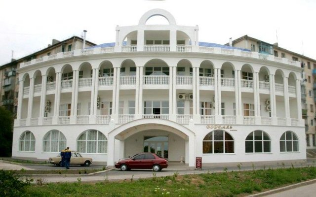 Dolphin Hotel вид на фасад