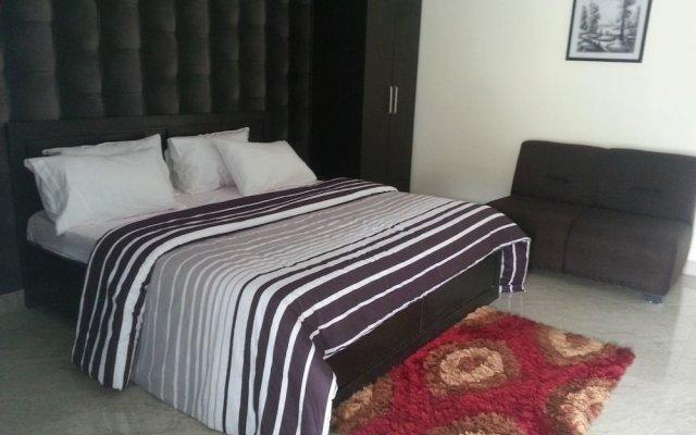 Отель Queen Idia Suites комната для гостей
