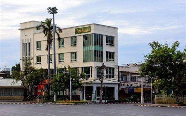 Отель Baan Dinso @ Ratchadamnoen Бангкок вид на фасад