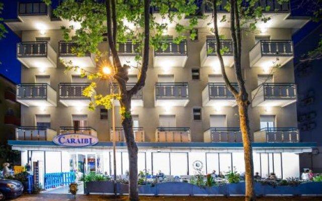 Hotel Caraibi Римини вид на фасад