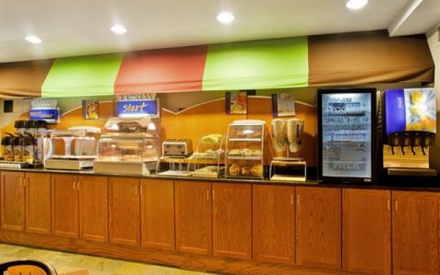 Holiday Inn Express Hotel & Suites Chicago-Midway Airport 0