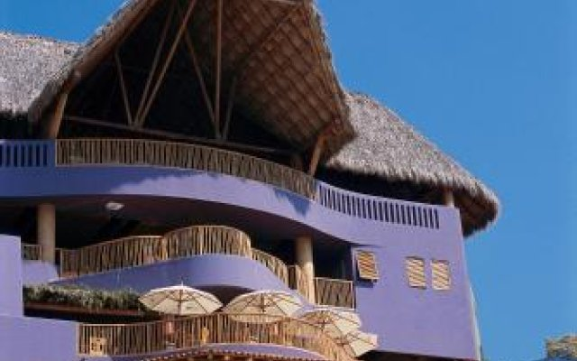 Отель Embarc Zihuatanejo вид на фасад