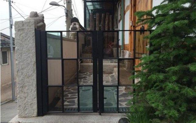 Отель Gaonjae Hanok Guesthouse Южная Корея, Сеул - отзывы, цены и фото номеров - забронировать отель Gaonjae Hanok Guesthouse онлайн вид на фасад