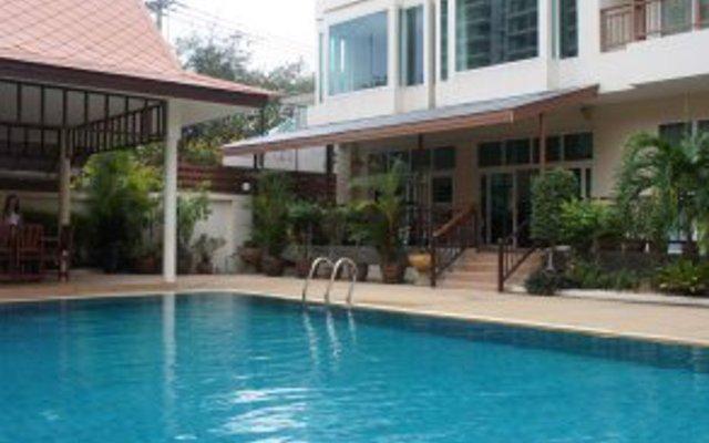 Апартаменты Emerald Palace Serviced Apartment Паттайя бассейн