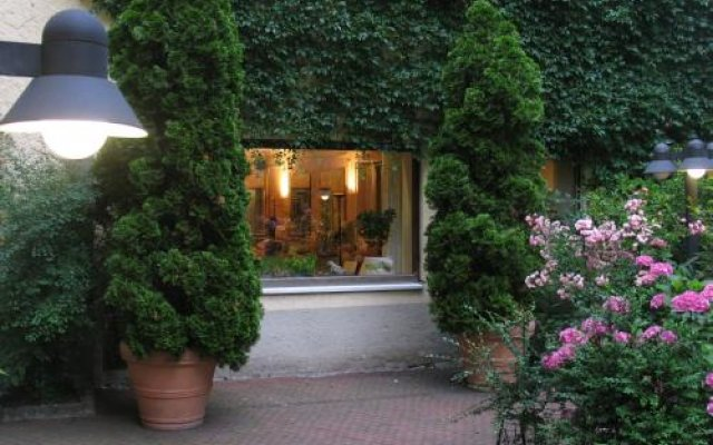 Отель Carlton Astoria Германия, Мюнхен - 2 отзыва об отеле, цены и фото номеров - забронировать отель Carlton Astoria онлайн вид на фасад