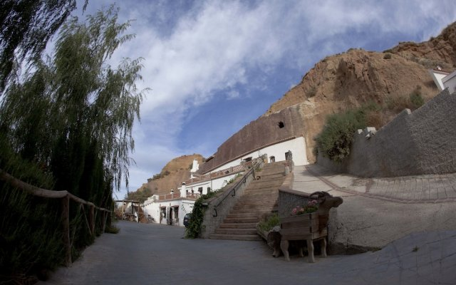 Отель Cuevas Blancas Сьерра-Невада вид на фасад