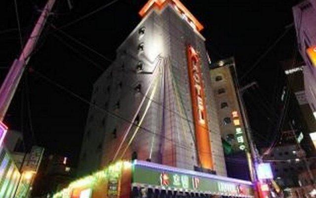 R Hotel Seongbuk вид на фасад