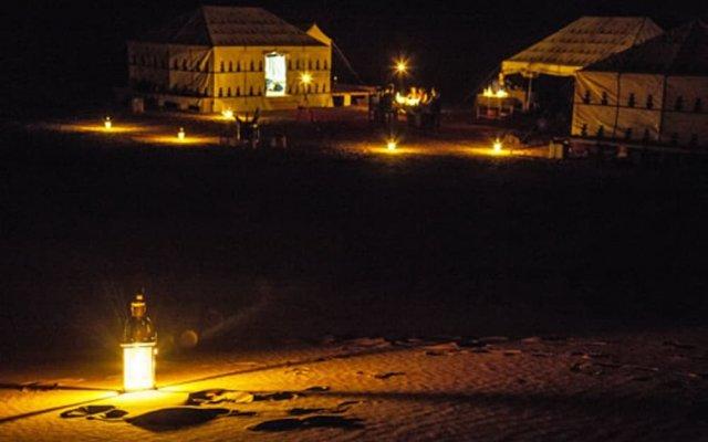 Отель Ksar Tin Hinan Марокко, Мерзуга - отзывы, цены и фото номеров - забронировать отель Ksar Tin Hinan онлайн вид на фасад
