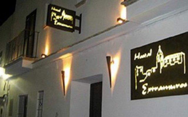 Отель Hostal Extramuros Испания, Кониль-де-ла-Фронтера - отзывы, цены и фото номеров - забронировать отель Hostal Extramuros онлайн вид на фасад