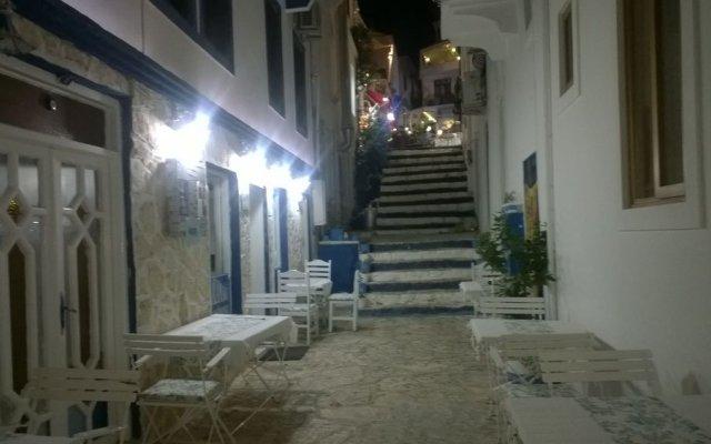 Отель Old Kalamaki Pansiyon Калкан вид на фасад