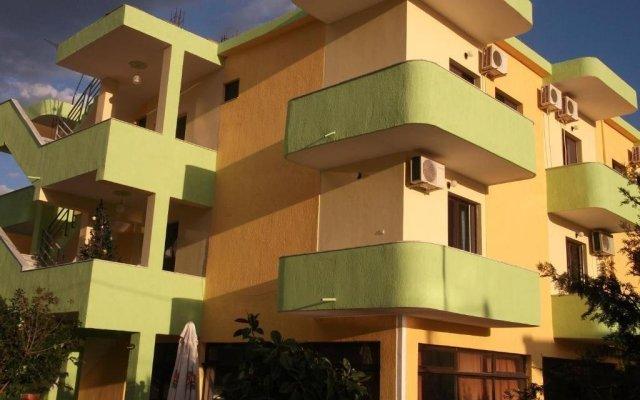 Отель Tani's Guesthouse Албания, Ксамил - отзывы, цены и фото номеров - забронировать отель Tani's Guesthouse онлайн вид на фасад