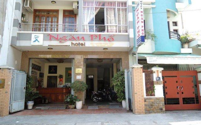 Отель Ngan Pho Hotel Вьетнам, Нячанг - отзывы, цены и фото номеров - забронировать отель Ngan Pho Hotel онлайн вид на фасад