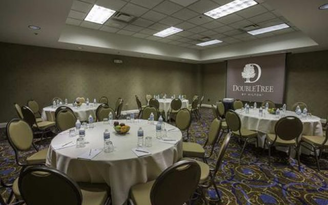 DoubleTree by Hilton Chicago O'Hare Airport - Rosemont 2