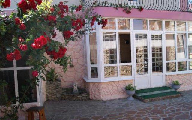 Гостиница Guest House Romanovykh Victoria в Анапе отзывы, цены и фото номеров - забронировать гостиницу Guest House Romanovykh Victoria онлайн Анапа вид на фасад