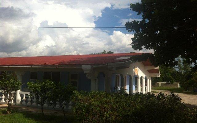 Отель Golden Sands Guest House Треже-Бич вид на фасад