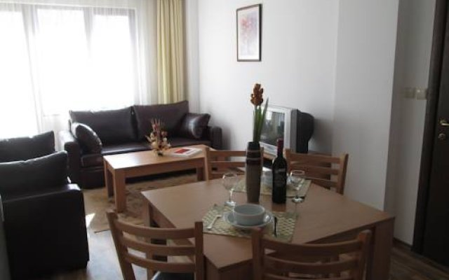 Апартаменты Ramada 2 Alexander Services Apartments комната для гостей