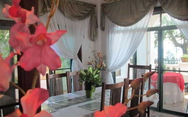 Gracey Dive Resort and Restaurant