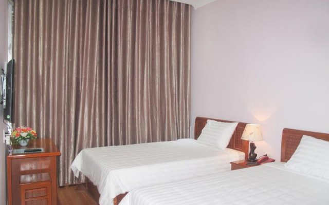 Queen Hotel - 70 Le Thanh Tong комната для гостей