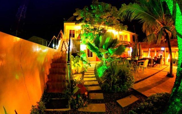 Отель Casadana Thulusdhoo Остров Гасфинолу вид на фасад