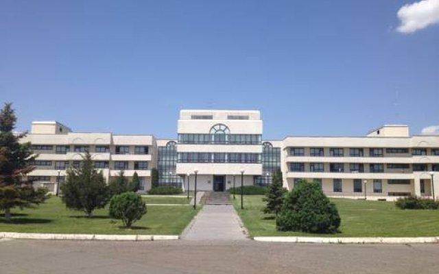Отель Cross Health Center вид на фасад