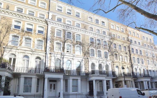 Апартаменты 15 Beaufort Gardens Apartments Лондон вид на фасад