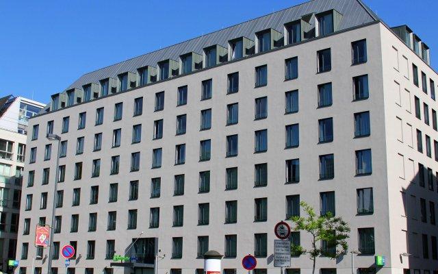 Отель Holiday Inn Express Dresden City Centre вид на фасад