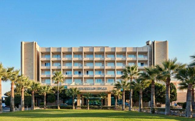 Отель Grecian Park вид на фасад