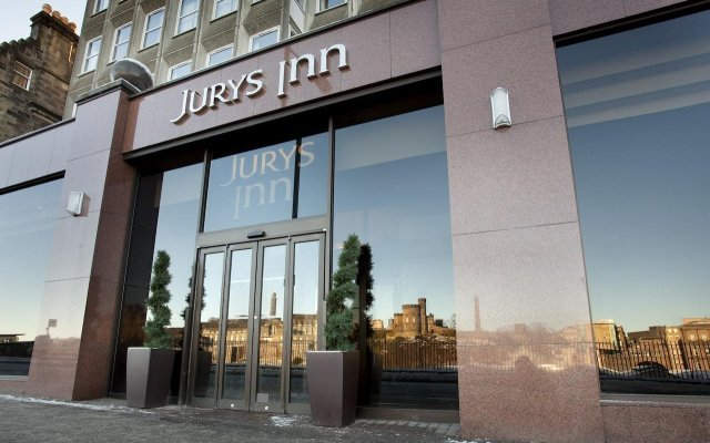 Отель Jurys Inn Edinburgh вид на фасад