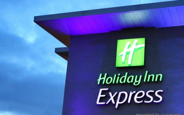 Отель Holiday Inn Express Birmingham Redditch вид на фасад