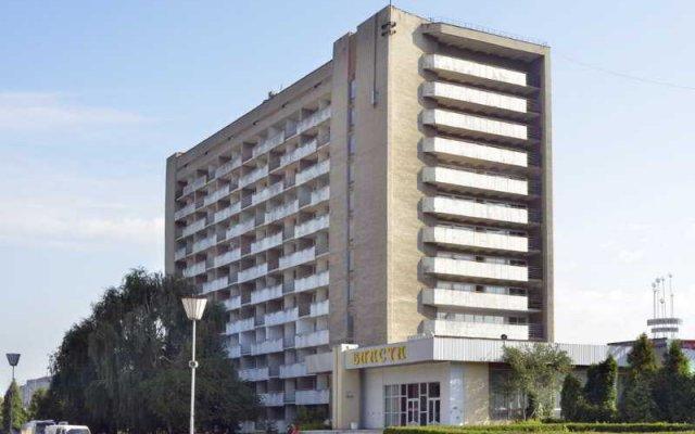 Vlasta Hotel Львов вид на фасад