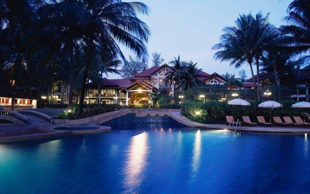 Отель Dusit Thani Laguna Phuket вид на фасад