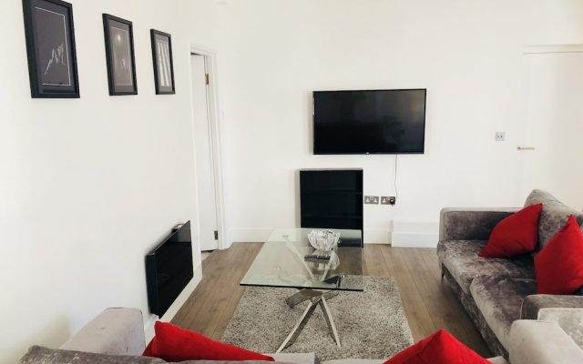 Апартаменты Spacious & Modern 2 Bed Apartment at Knightsbridge London Лондон комната для гостей