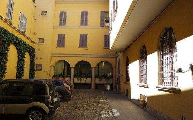 Отель Temporary Home Duomo Cordusio Милан городской автобус