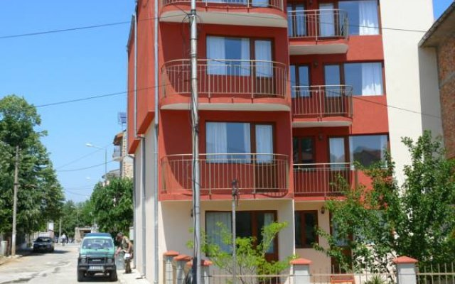 Отель Guest House Galema Болгария, Аврен - отзывы, цены и фото номеров - забронировать отель Guest House Galema онлайн вид на фасад
