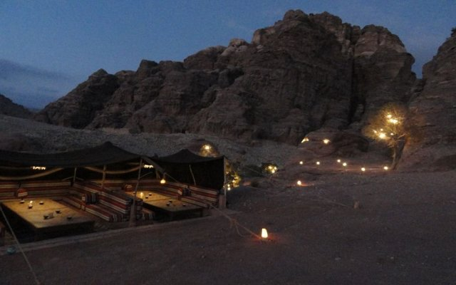 Отель The Rock Camp Иордания, Вади-Муса - отзывы, цены и фото номеров - забронировать отель The Rock Camp онлайн вид на фасад